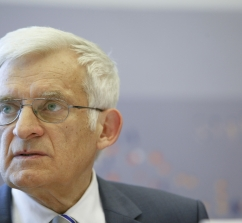 20110411_buzek_speech_031.jpg
