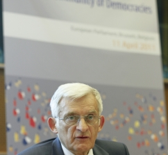 20110411_buzek_speech_039.jpg